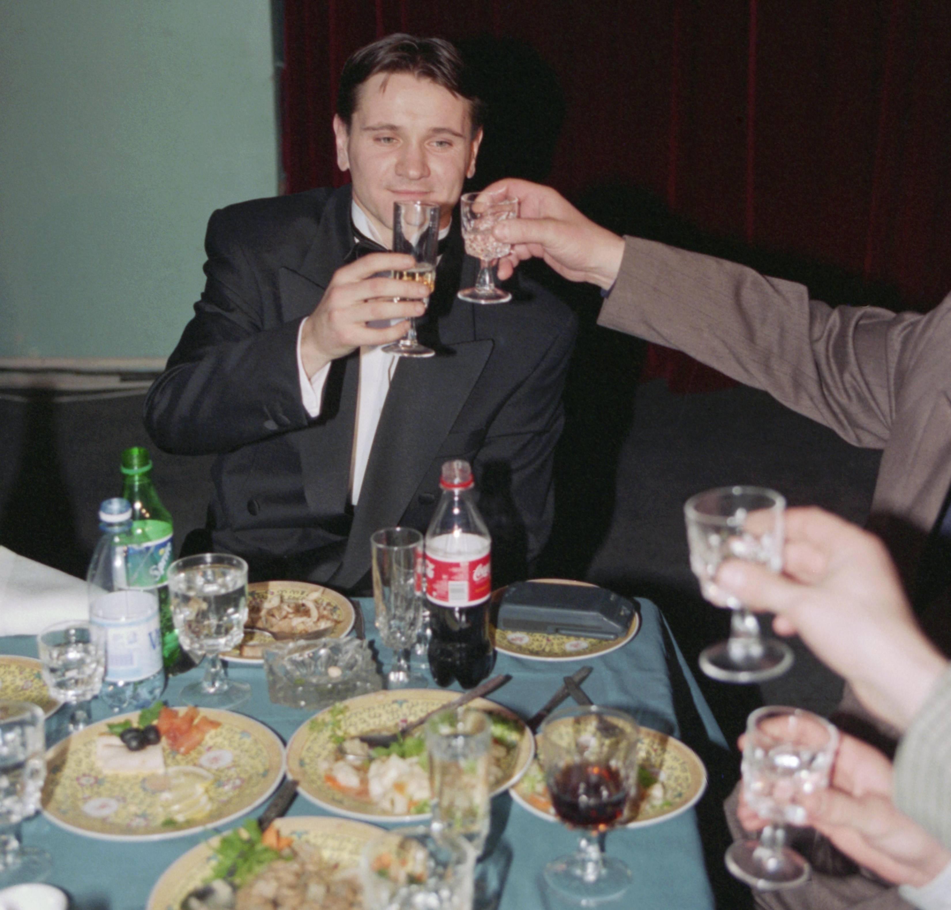 """Аленичев празднует подписание контракта с """"Ромой"""". Фото © ТАСС / Игорь Уткин"""