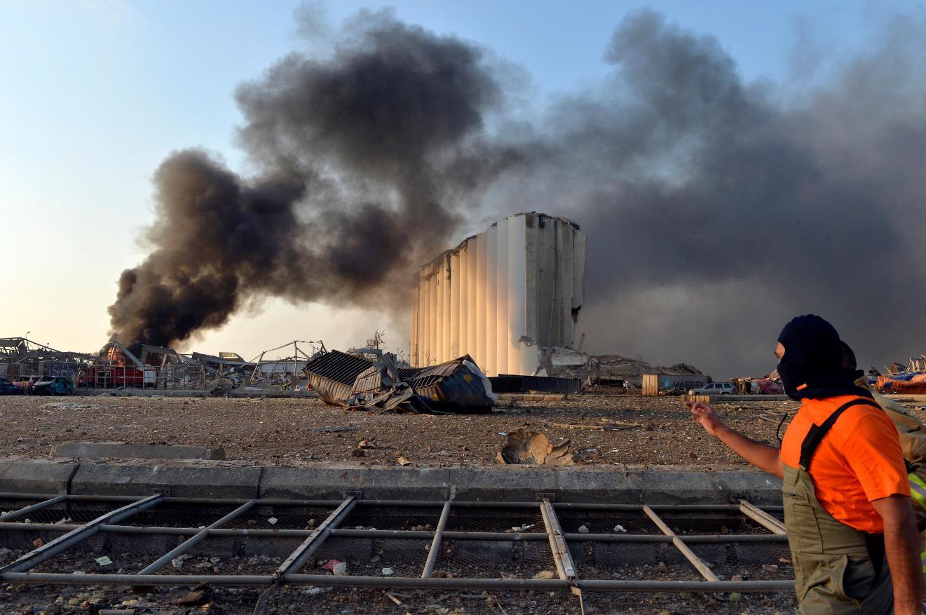 Число жертв мощного взрыва в Бейруте превысило 50