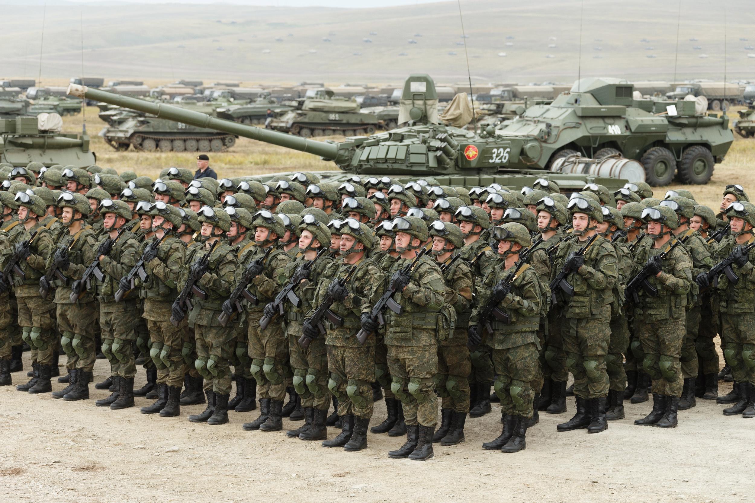 Для российских военных ввели ежемесячную надбавку. В среднем она составит 23 тысячи рублей