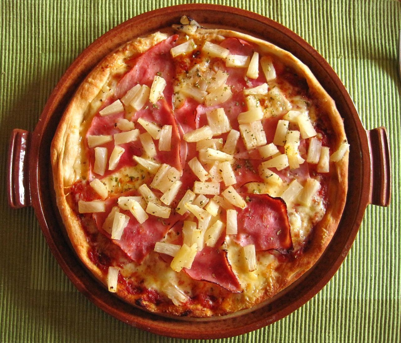 """""""Лепёшка с ананасом"""". Ресторатор призвал """"запретить"""" гавайскую пиццу"""