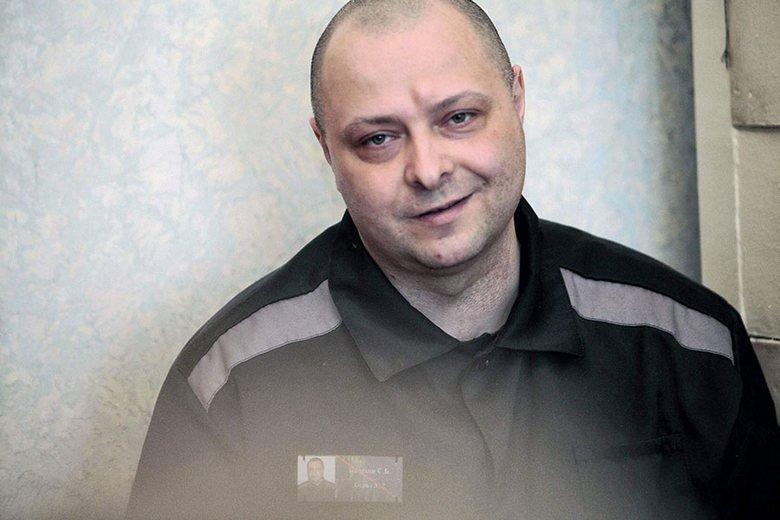 "<p>Член ОПГ ""Жёлтые хризантемы"" в суде. Фото ©<a href=""https://twitter.com/crimerussia/status/903667898744483841/photo/1"" target=""_blank"" rel=""noopener noreferrer"">twitter.com / crimerussia</a></p>"