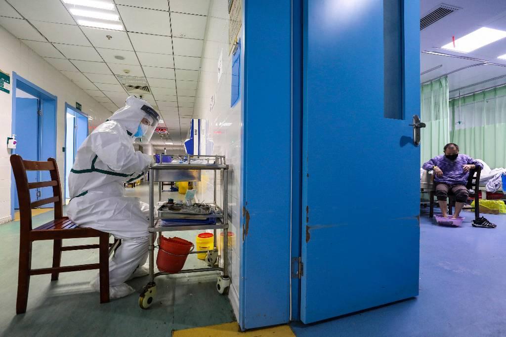 """В Роспотребнадзоре оценили вспышку """"нового"""" смертельного вируса в Китае"""