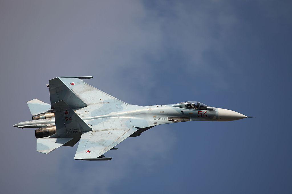 Российский Су-27 перехватил американский самолёт над Чёрным морем