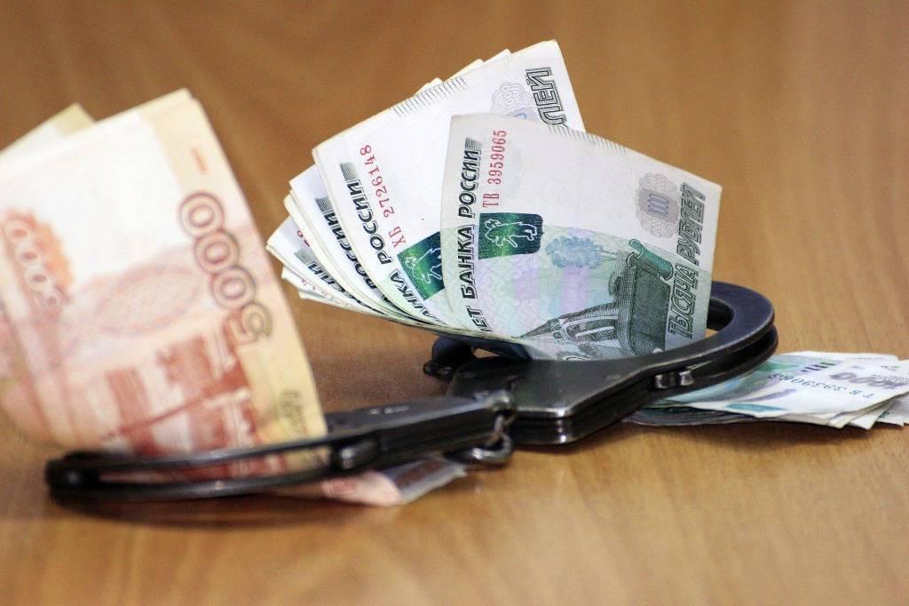 Троих полицейских в Москве задержали за вымогательство взятки