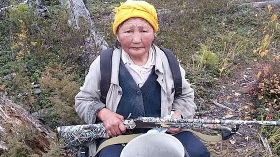 В Якутии 84-летняя бабушка рыком обратила медведя в бегство