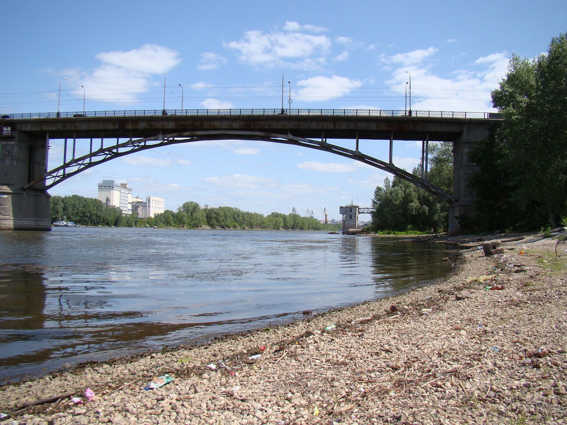 Под Самарой внедорожник Toyota упал в реку. Находившиеся в авто не смогли выбраться и погибли