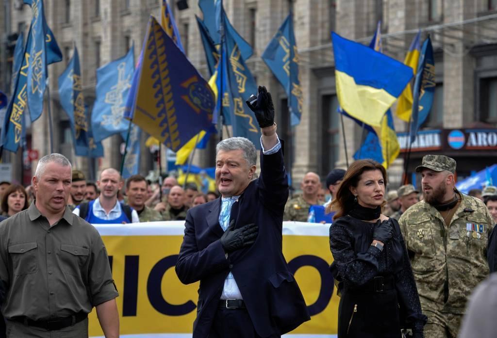 Порошенко заявил, что спас Украину в самые тяжёлые времена
