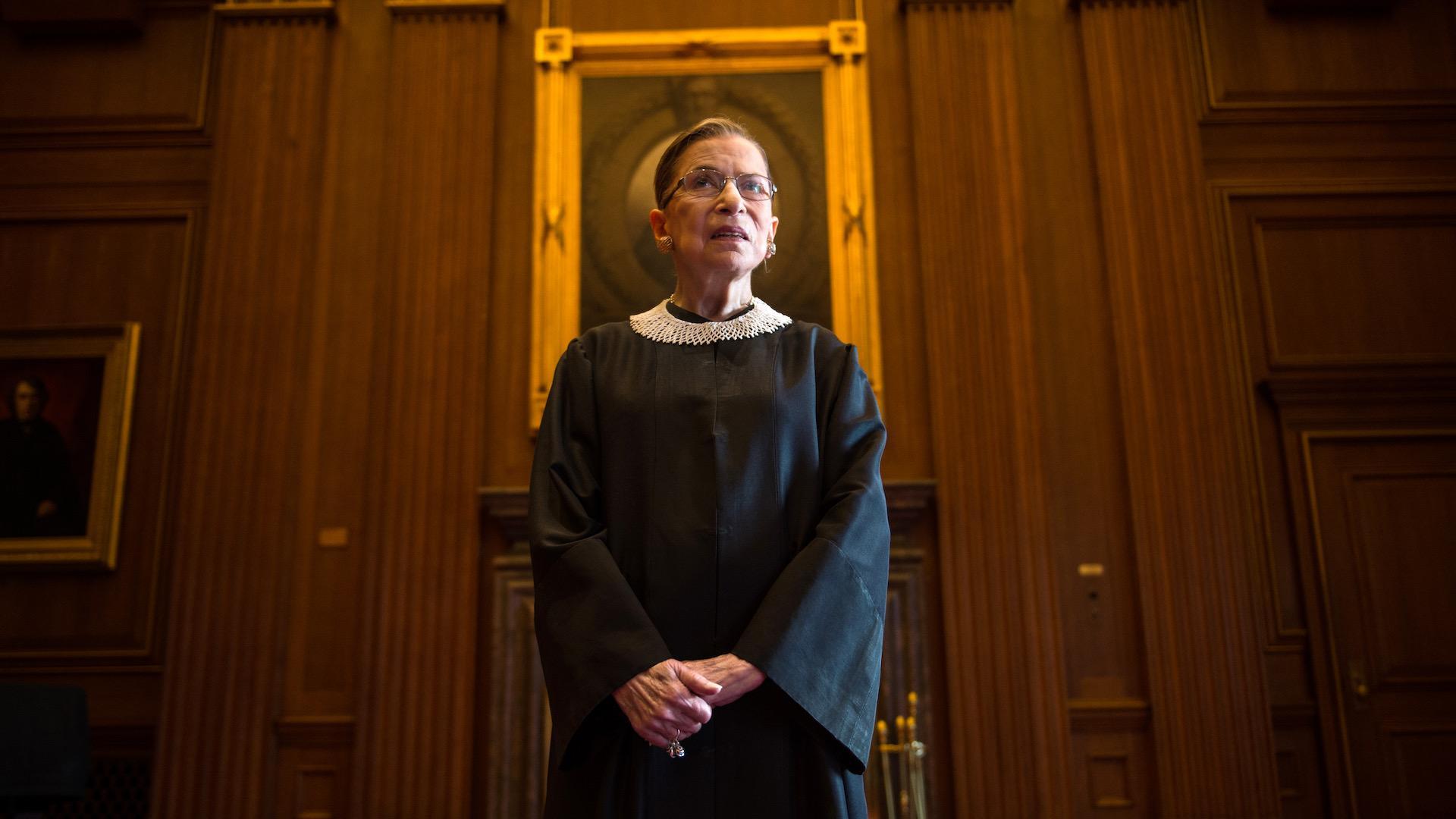 """В США ушла из жизни """"знаменосец"""" борьбы за права женщин и старейший член Верховного суда страны"""