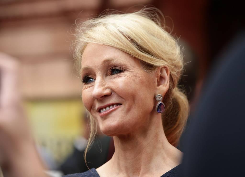 Джоан Роулинг обвинили в исламофобии из-за героя романа в парандже
