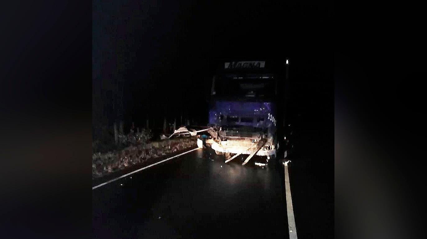 В результате аварии легковушки и грузовика в Башкирии погибла семья из четырёх человек