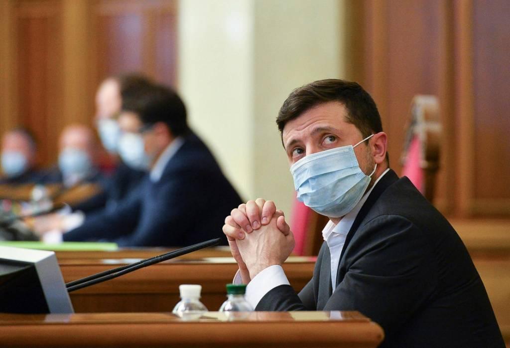 """На Украине заявили, что Зеленский перечеркнул отношения с Лукашенко из-за """"марионеточного режима"""""""