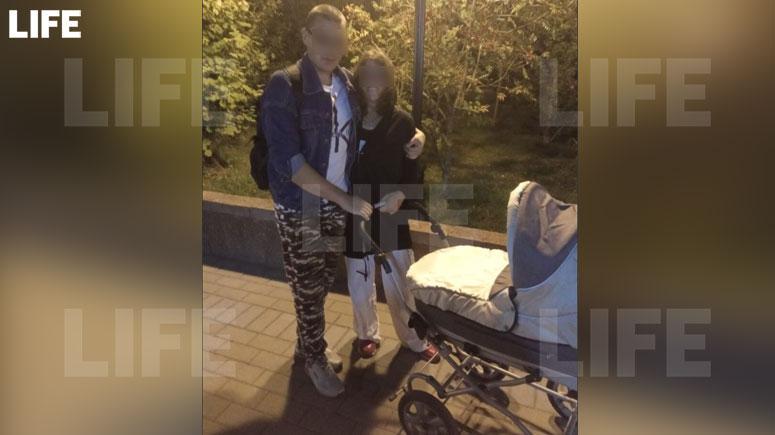 Мать и отец погибшего ребёнка. Фото © Соцсети