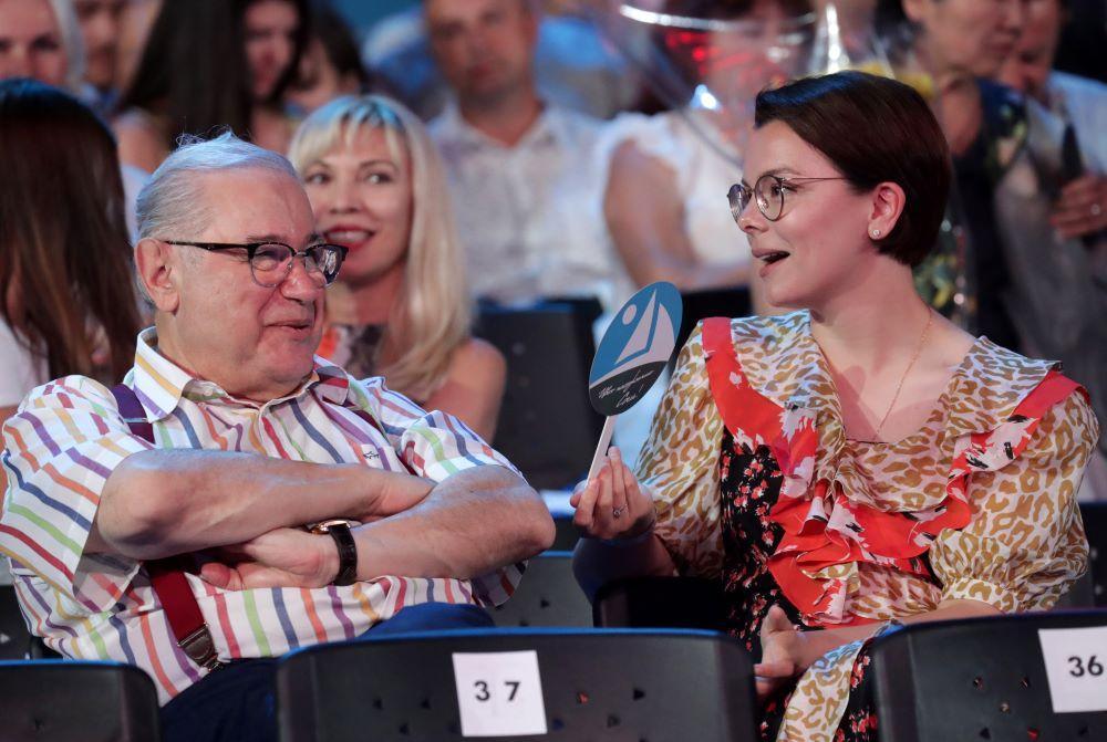 """""""Богатые дедульки часто так делают"""". Психолог предсказала итог отношений Петросяна с молодой женой"""