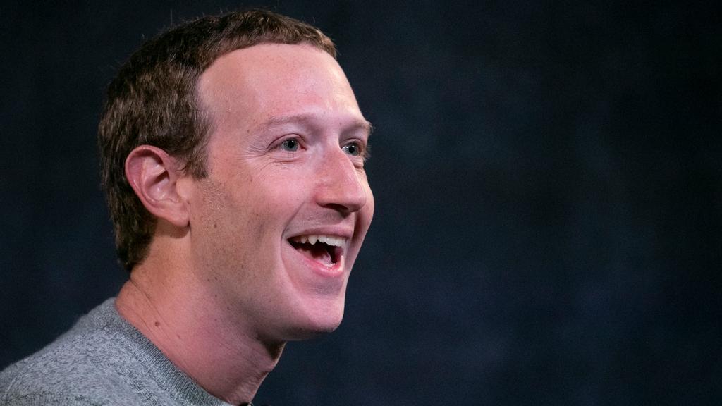 Создатель Facebook назвал любимую марку телефонов