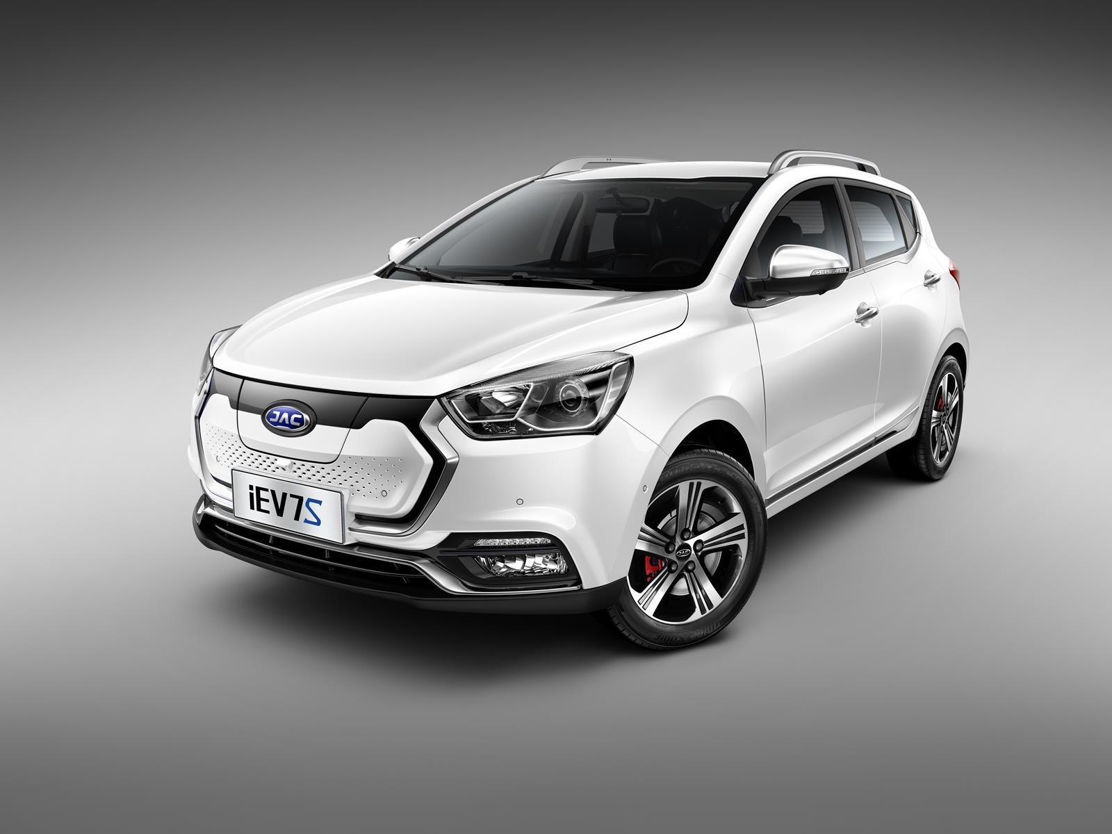 Названа стоимость самого доступного электромобиля в России