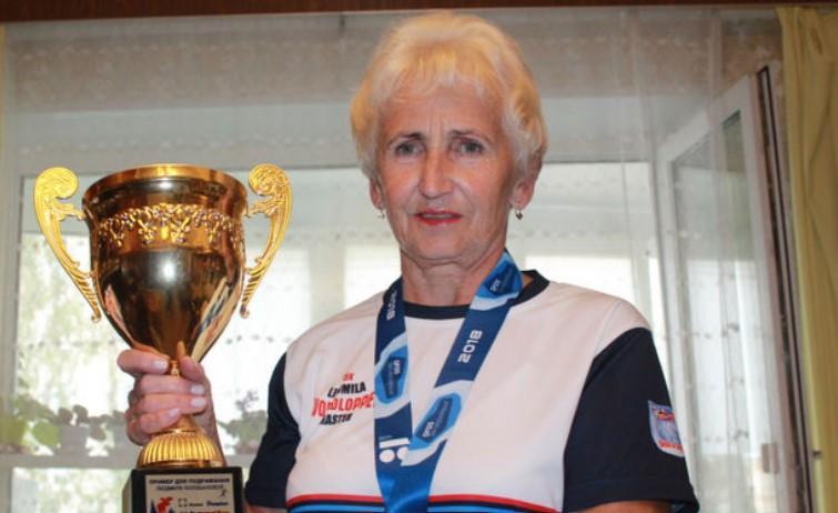 """""""Хотела сойти, но решила не сдаваться"""". 76-летняя бегунья обогнала тысячу человек на марафоне в Москве"""