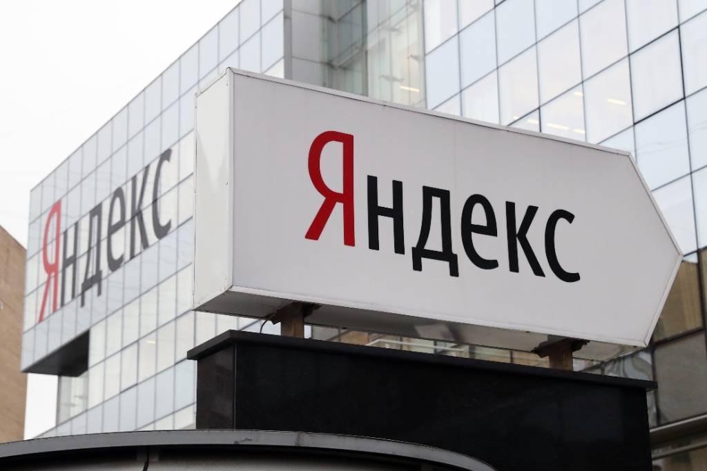 """""""Яндекс"""" договорился о покупке банка """"Тинькофф"""""""