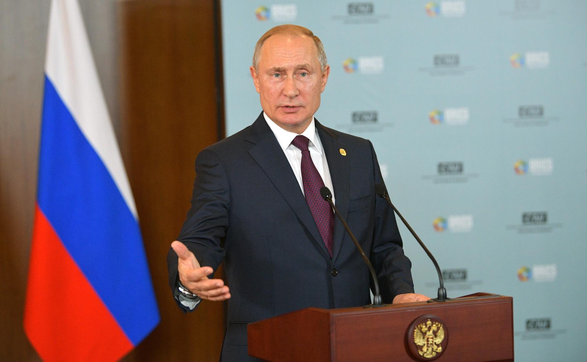 Путин: Нам не к кому идти с протянутой рукой