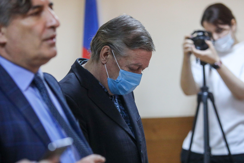 Стало известно, как новый адвокат Ефремова решил добиваться смягчения приговора