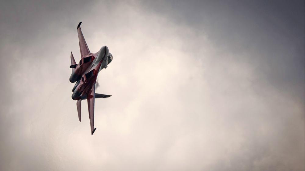 Лайф публикует первые снимки с места падения Су-30 в Тверской области