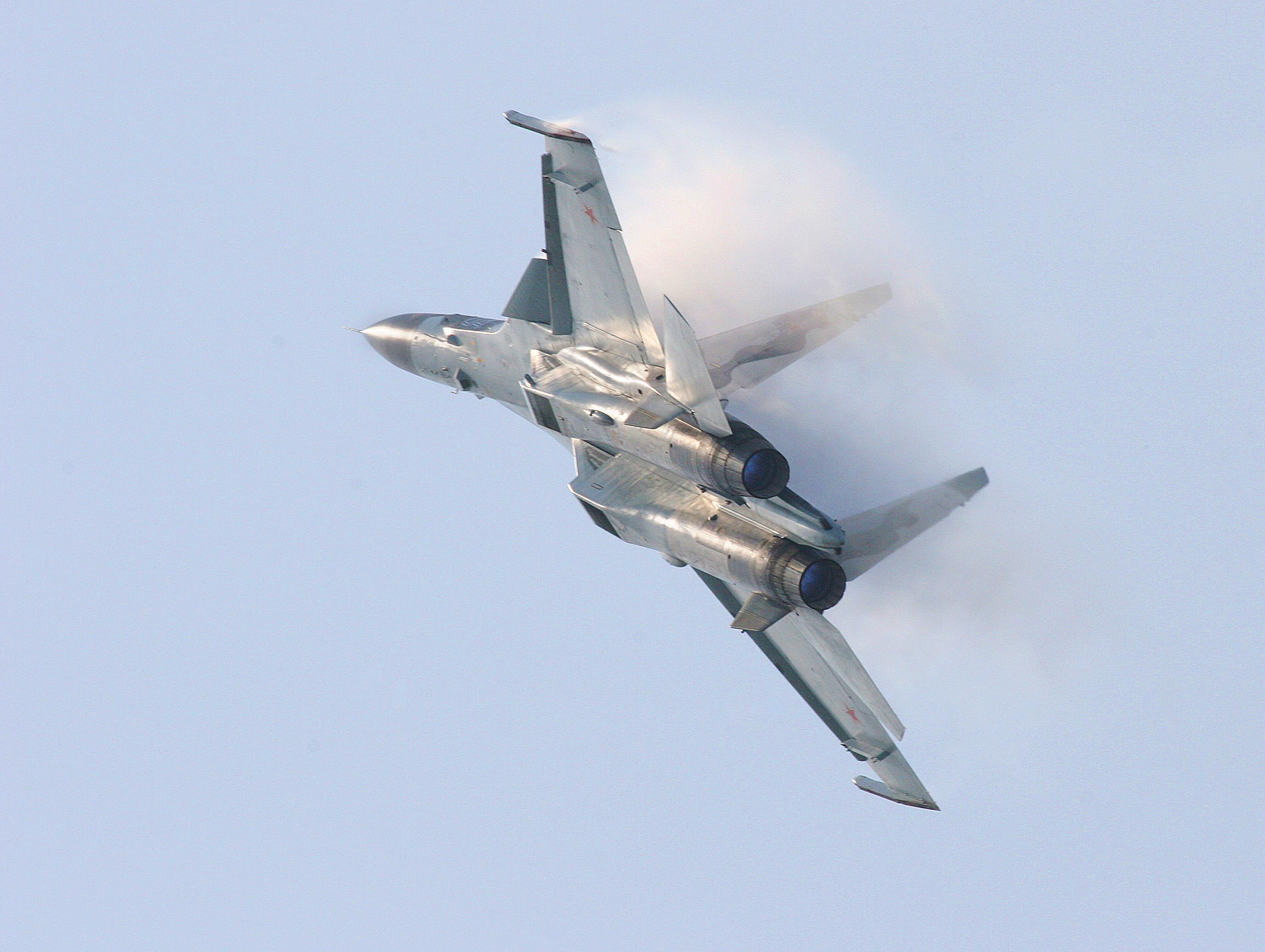 Разбившийся под Тверью Су-30 мог быть случайно сбит другим истребителем