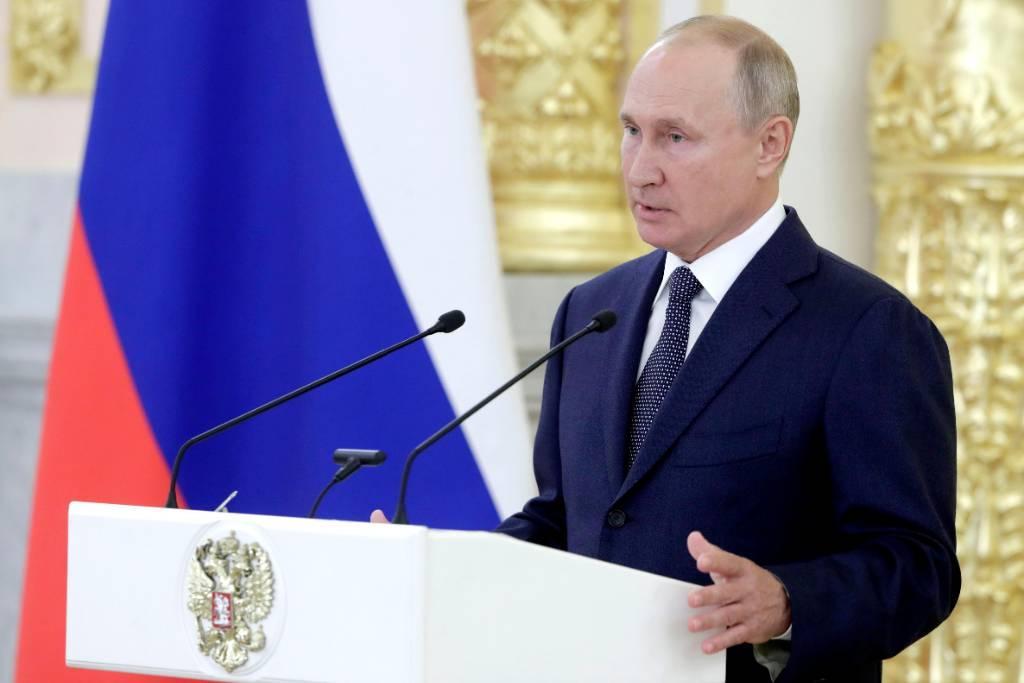 Путин анонсировал регистрацию второй российской вакцины от CoViD-19