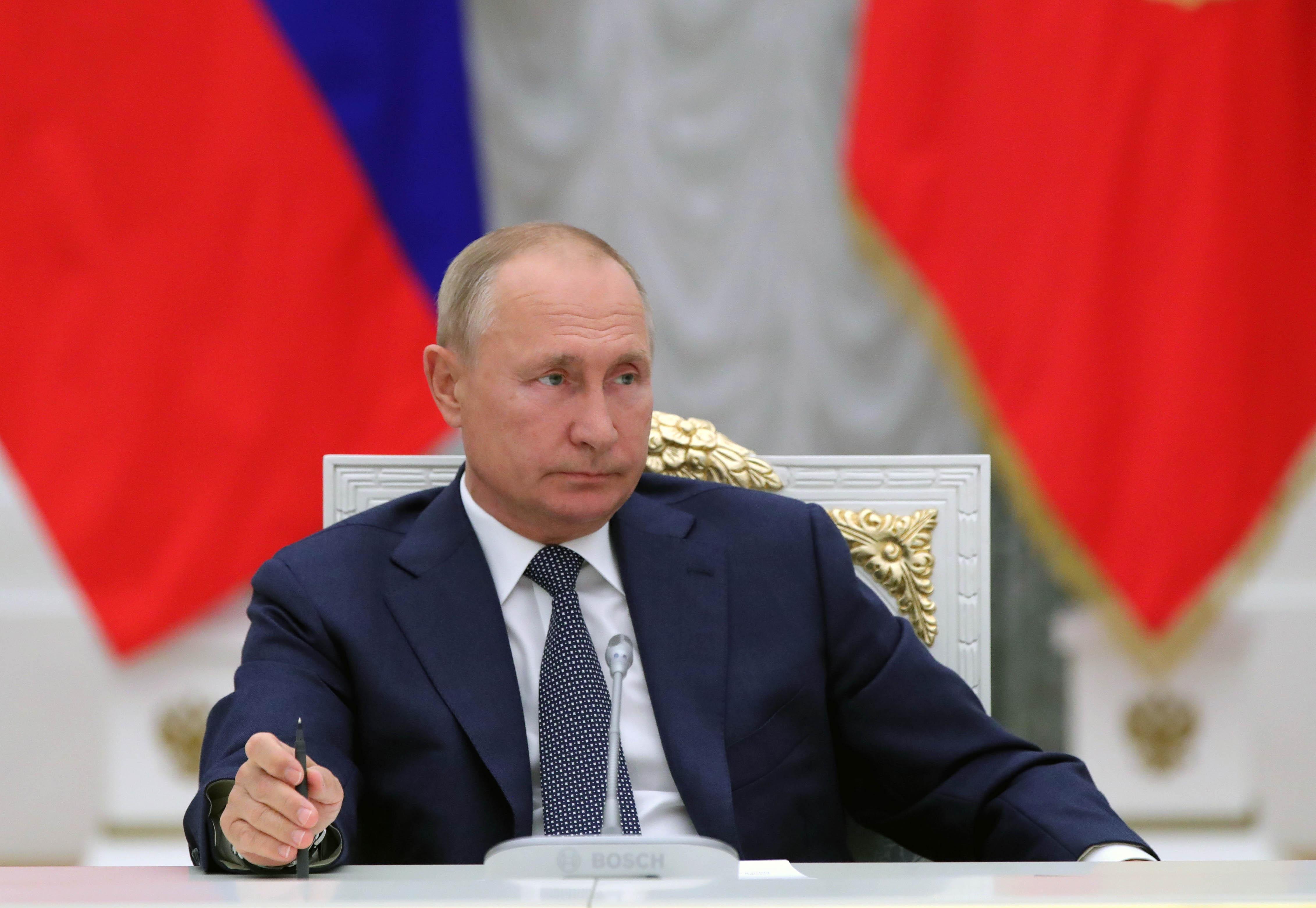 Путин продлил меры по коронавирусу для иностранцев