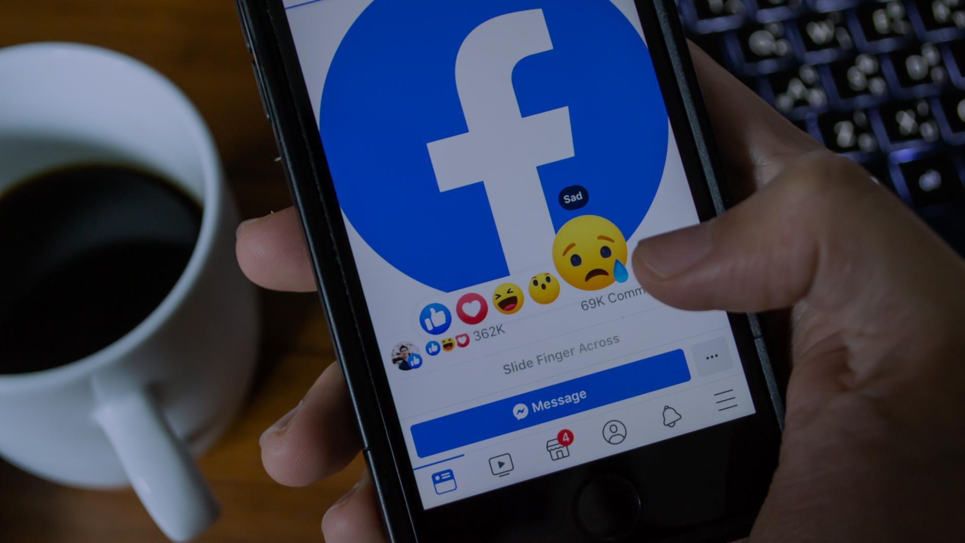 Facebook удаляет российские посты и аккаунты и не объясняет почему. Как соцсеть вводит цензуру