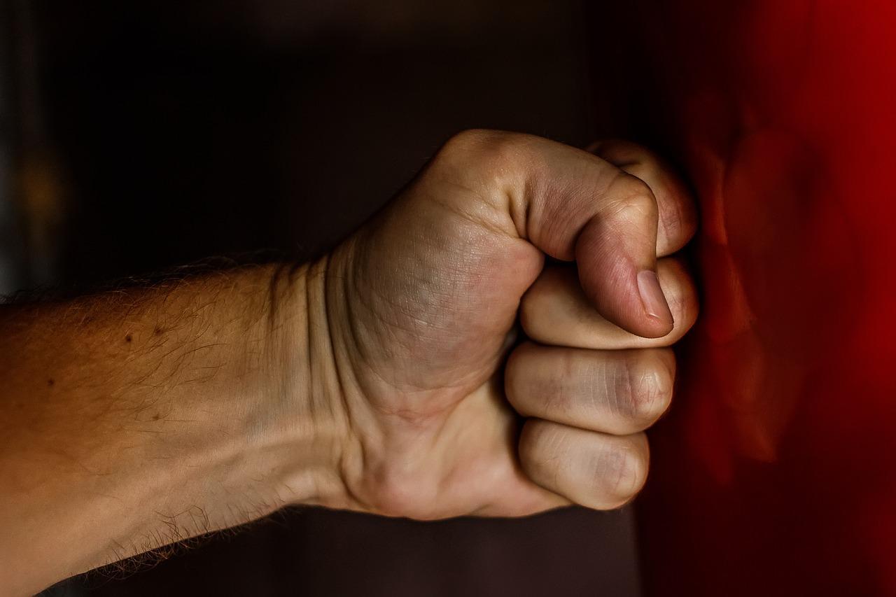 Психолог объяснила, почему женщины сходятся с судимыми за тяжёлые преступления мужчинами