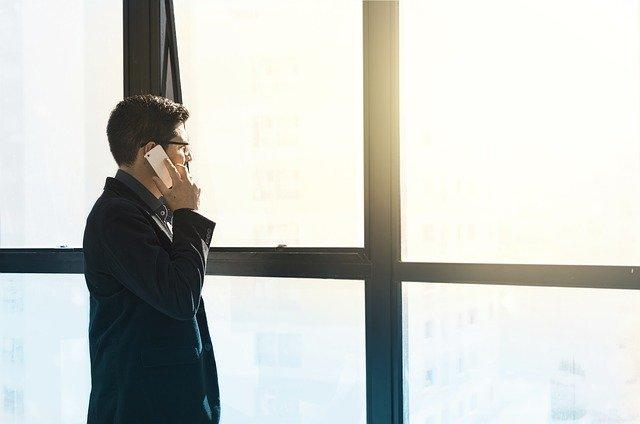 Эксперт сообщил, что ни в коем случае нельзя говорить незнакомцам по телефону