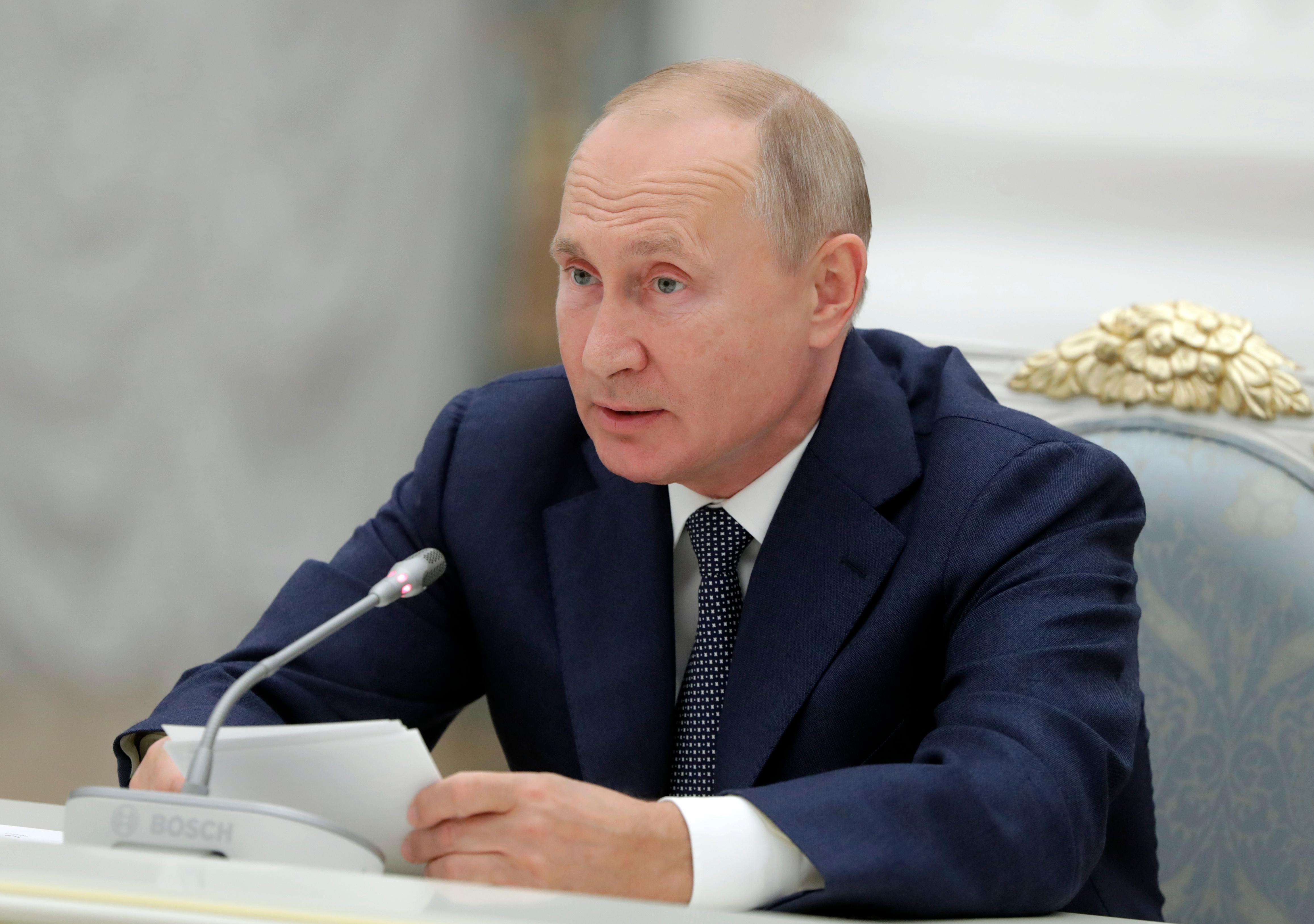 Путин поздравил работников атомной промышленности с 75-летием отрасли