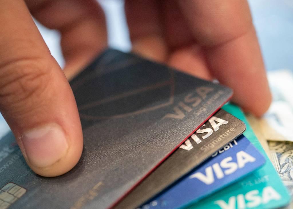 Банки заявили, что выдача кредитных карт россиянам поставлена под угрозу