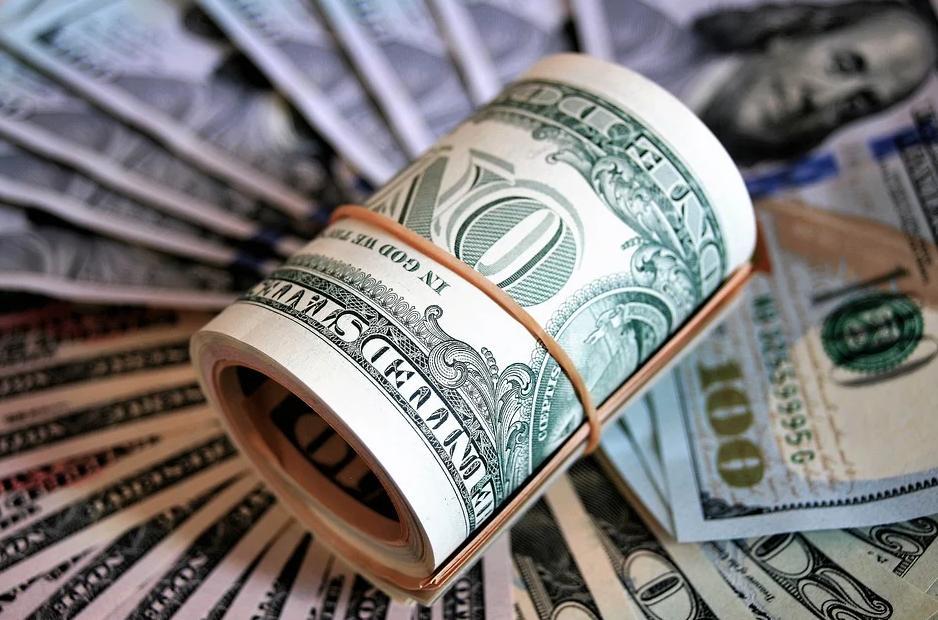 Курс доллара вырос до 79 рублей, евро — выше 91