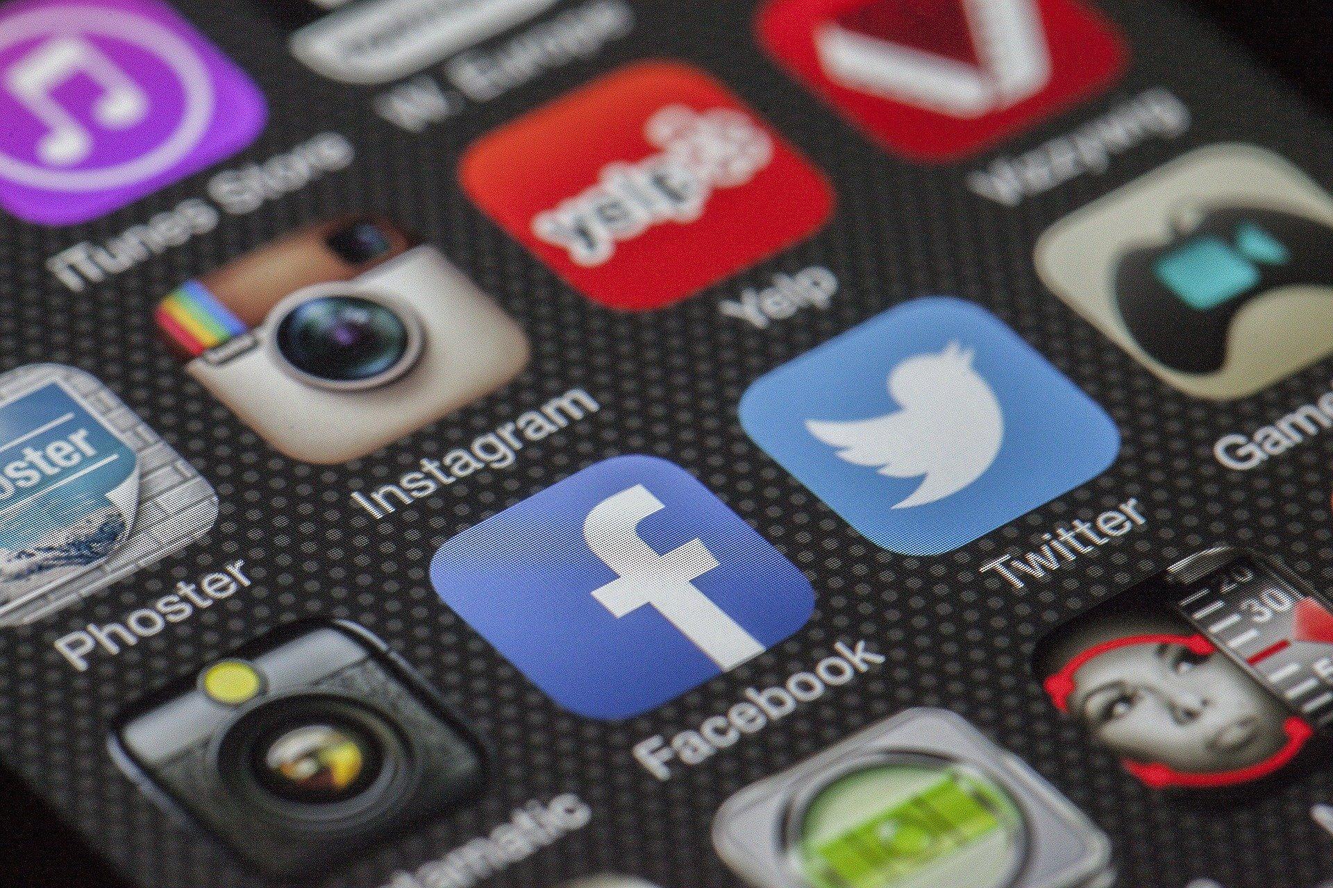 Стало известно о блокировке соцсетей и мессенджеров в Азербайджане на фоне конфликта в Карабахе