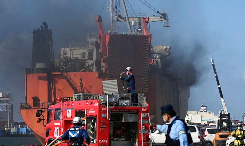 "<p>Фото <strong style=""font-weight: bold;"">© </strong><a href=""https://www.fleetmon.com/maritime-news/2020/31021/russian-ro-ro-ship-fire-hakata-japan/"" target=""_blank"" rel=""noopener noreferrer"">FleetMoon</a></p>"