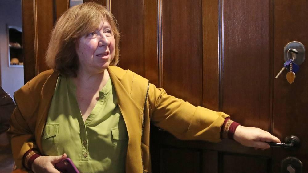 Координационный совет белорусской оппозиции: Алексиевич улетела в Германию на лечение