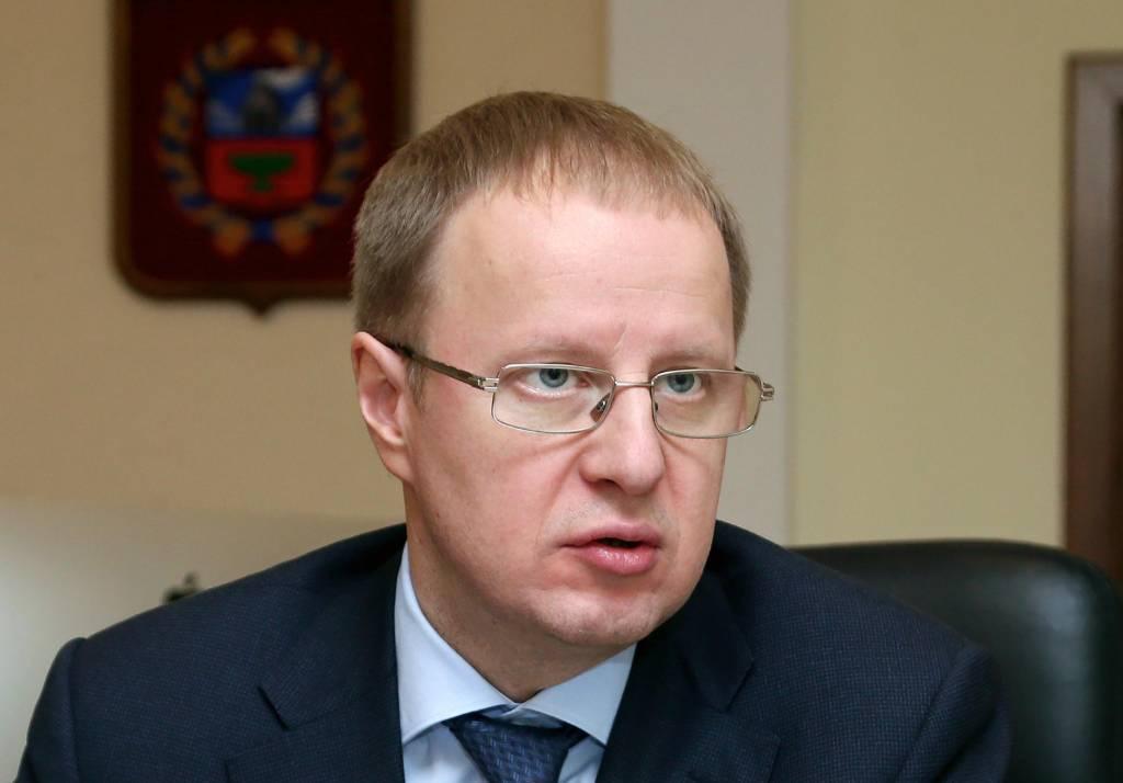 Губернатор Алтайского края на фоне CoViD-19 госпитализирован с двусторонней пневмонией