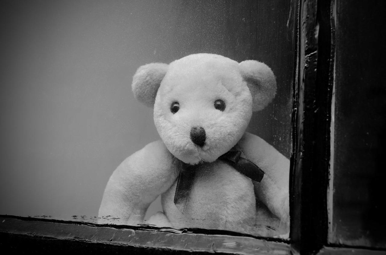 Двухлетнюю девочку нашли на улице в Санкт-Петербурге