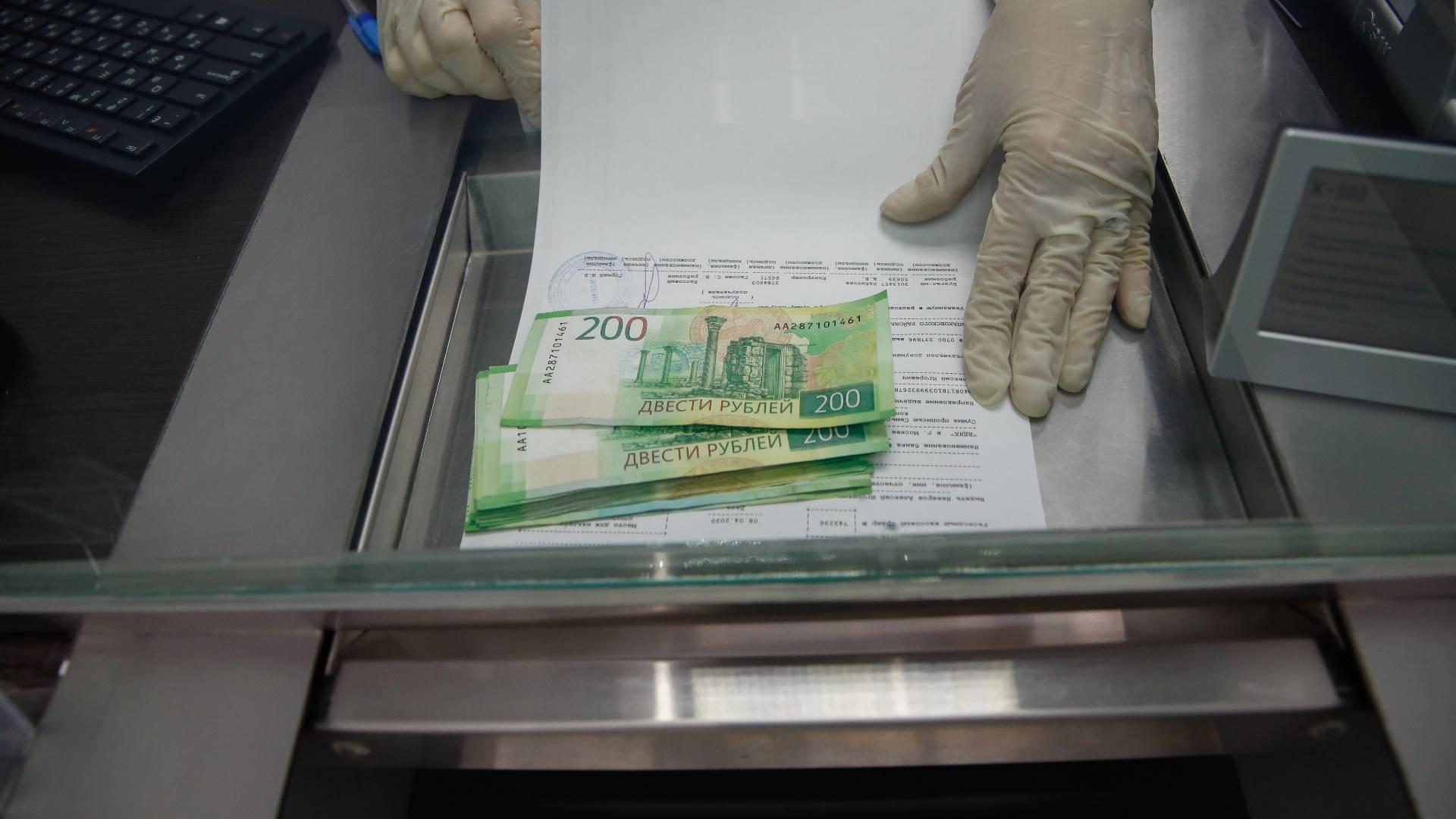 За коронавирус снова заплатят. Кто получил право на прибавки, дополнительные льготы и компенсации