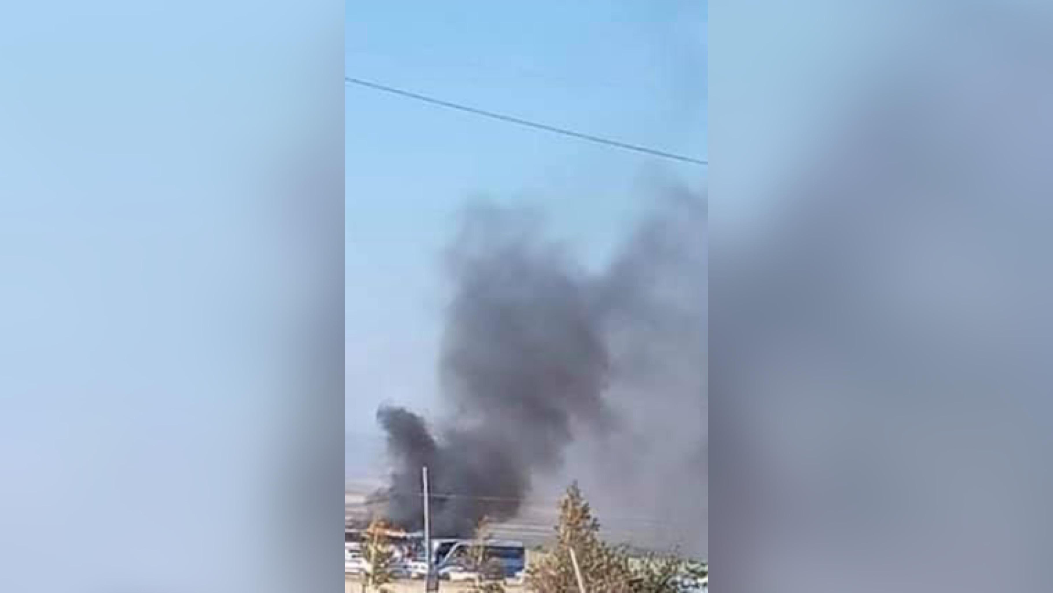 Армения обвинила Азербайджан в обстреле города Варденис. Там полыхает автобус