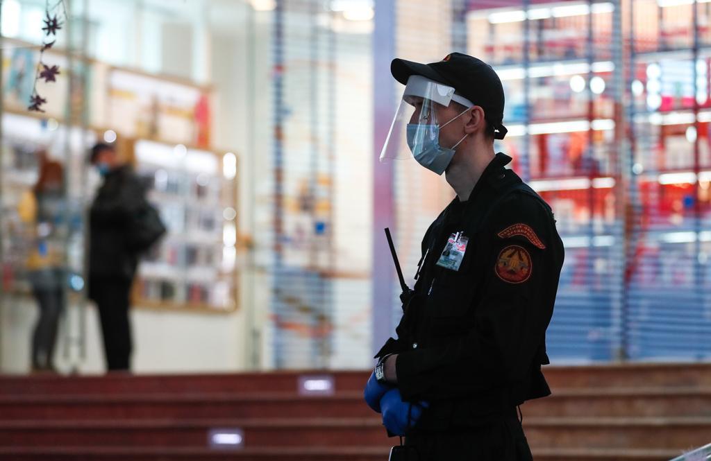На продуктовых базах в Москве усилили охрану на фоне конфликта в Карабахе