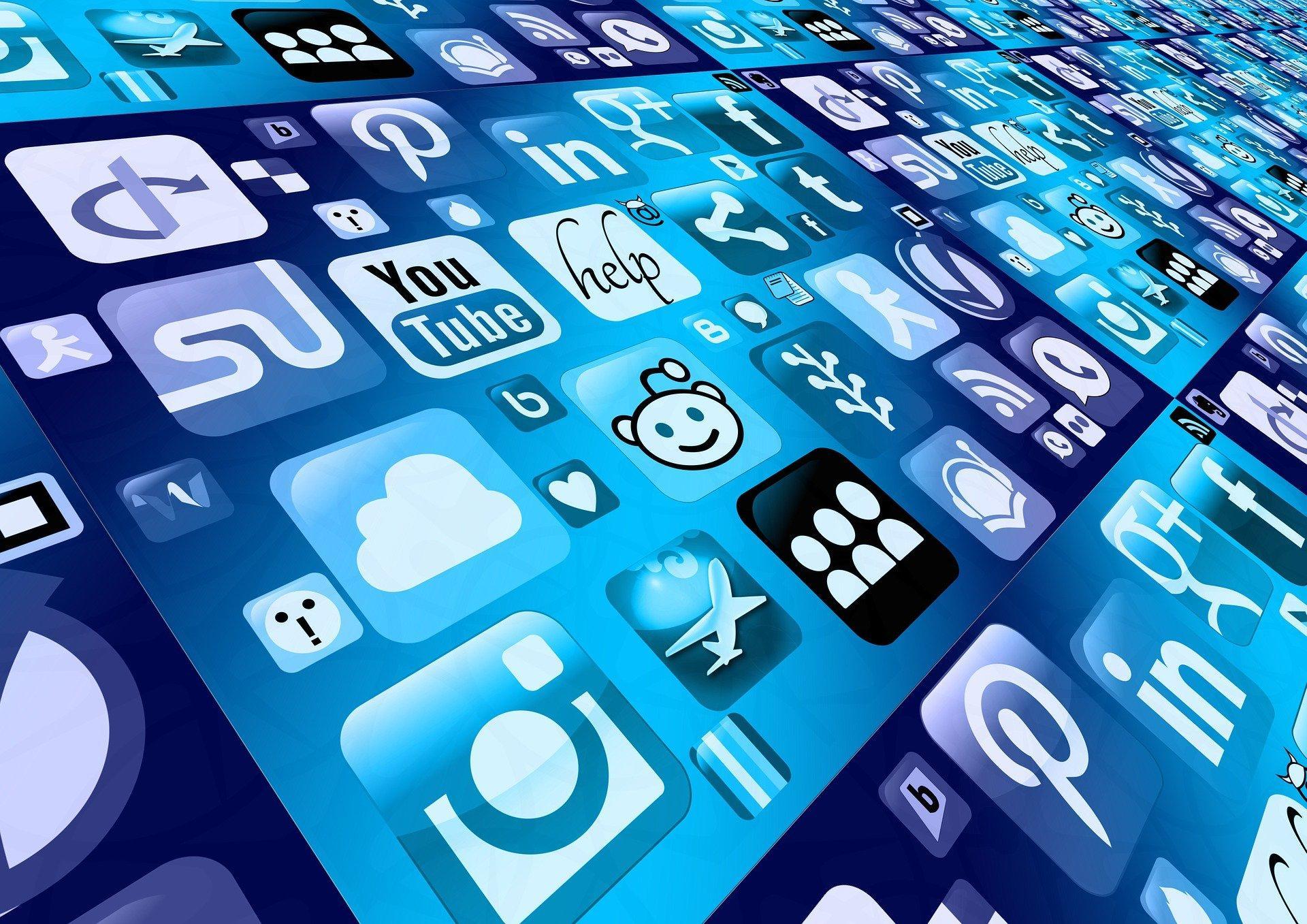 В Госдуме предложили урезать трафик Facebook и Twitter за нарушение законов России