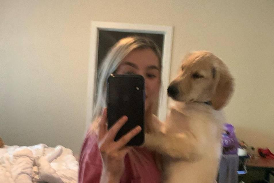 Девушка сделала селфи с собакой, не заметив маленькую деталь, которая рассмешила абсолютно всех