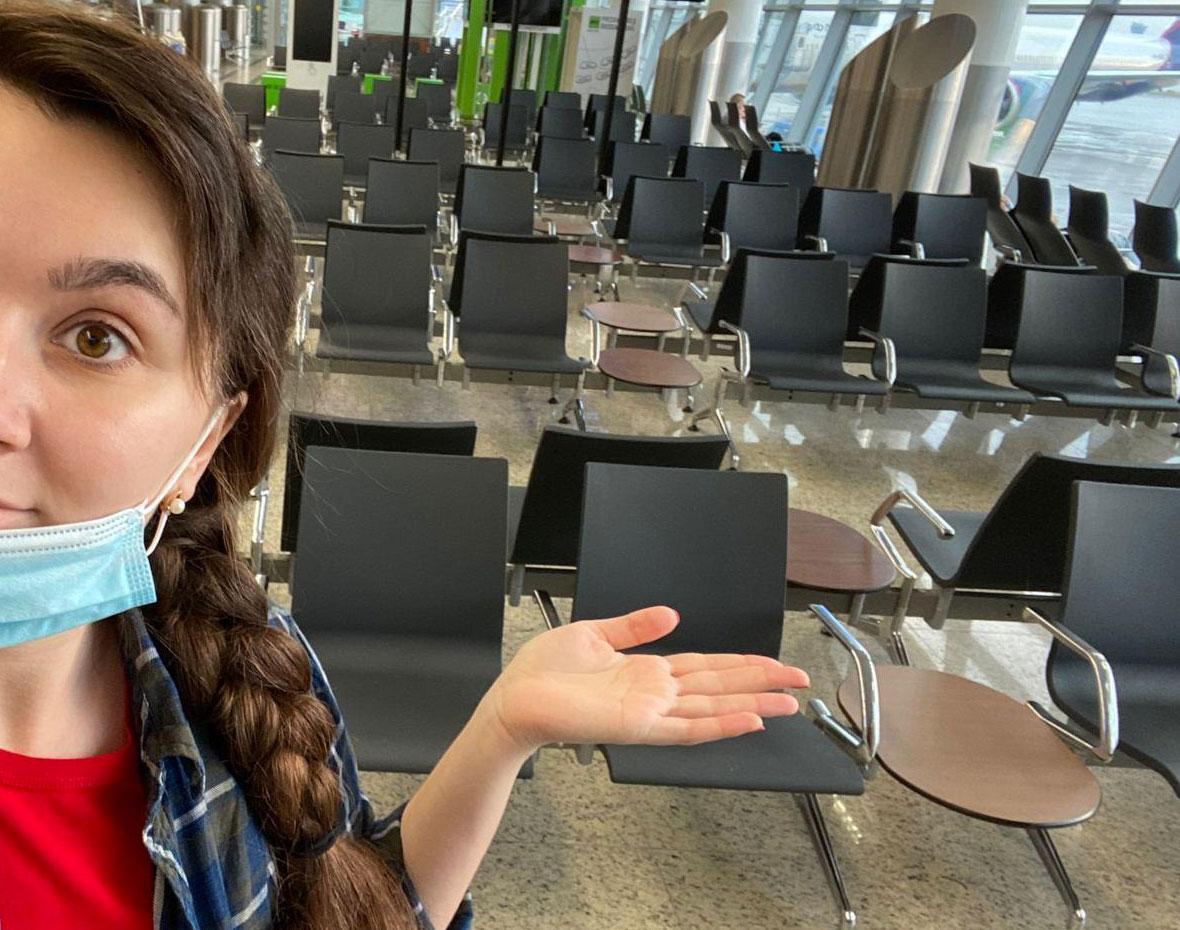 Зал ожидания в международном аэропорту Шереметьево в период пандемии. Фото © LIFE
