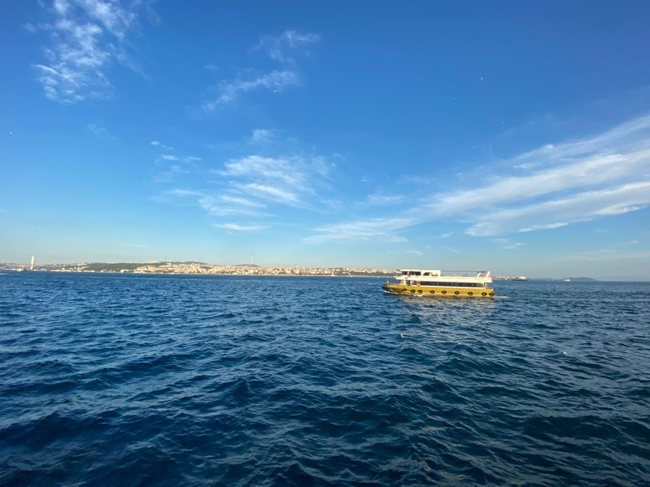 На кораблике по Босфору. Фото © LIFE