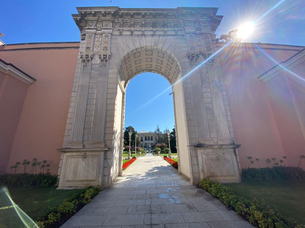 Дворец Долмабахче. Фото © LIFE