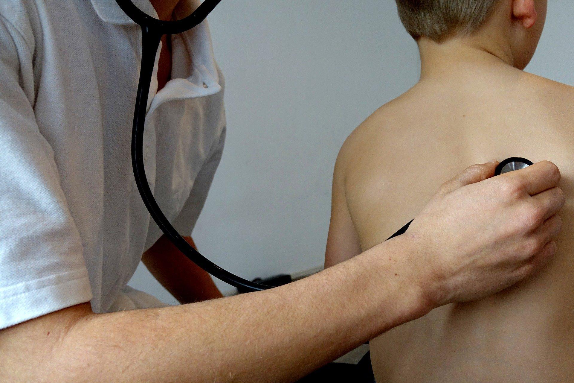 Мясников назвал симптомы CoViD-19, требующие срочного обращения к врачу