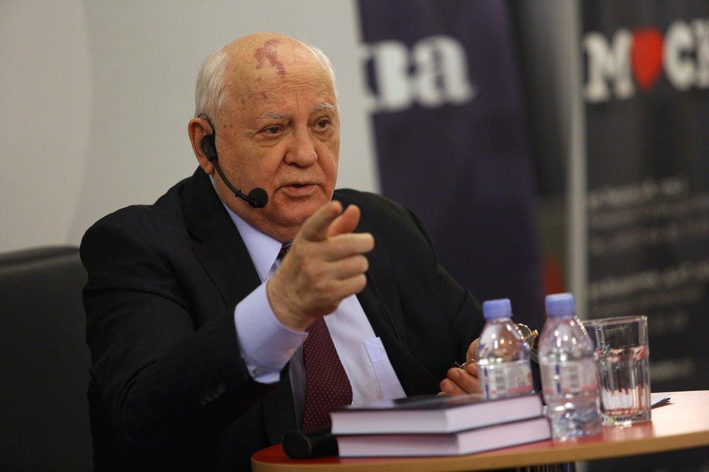 """""""Стабильнее, безопаснее, справедливее"""". Горбачёв рассказал о судьбе мира, если бы не распался СССР"""