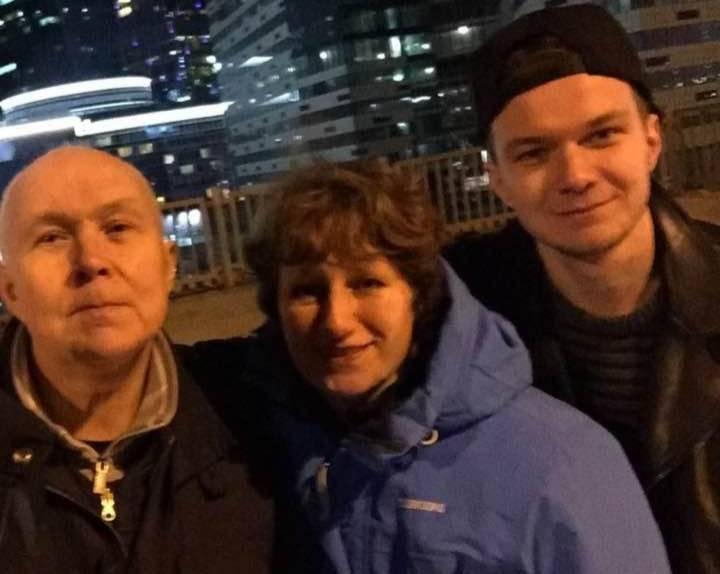 Стас Думкин с родителями. Фото © facebook.com