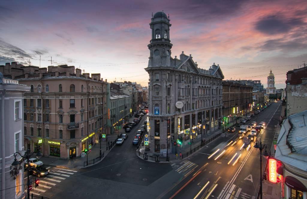 """Самая """"пьяная"""" улица Петербурга станет пешеходной. Но не всегда и не для всех"""